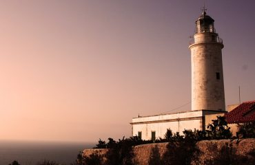 lighthouse-2612850_640